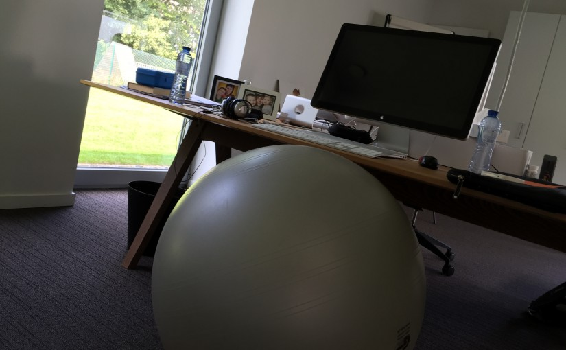 Weg met de bureaustoel